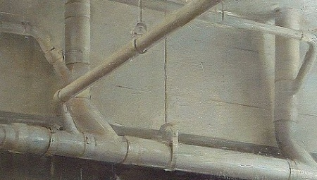 ceiling-pipes-oil-detail